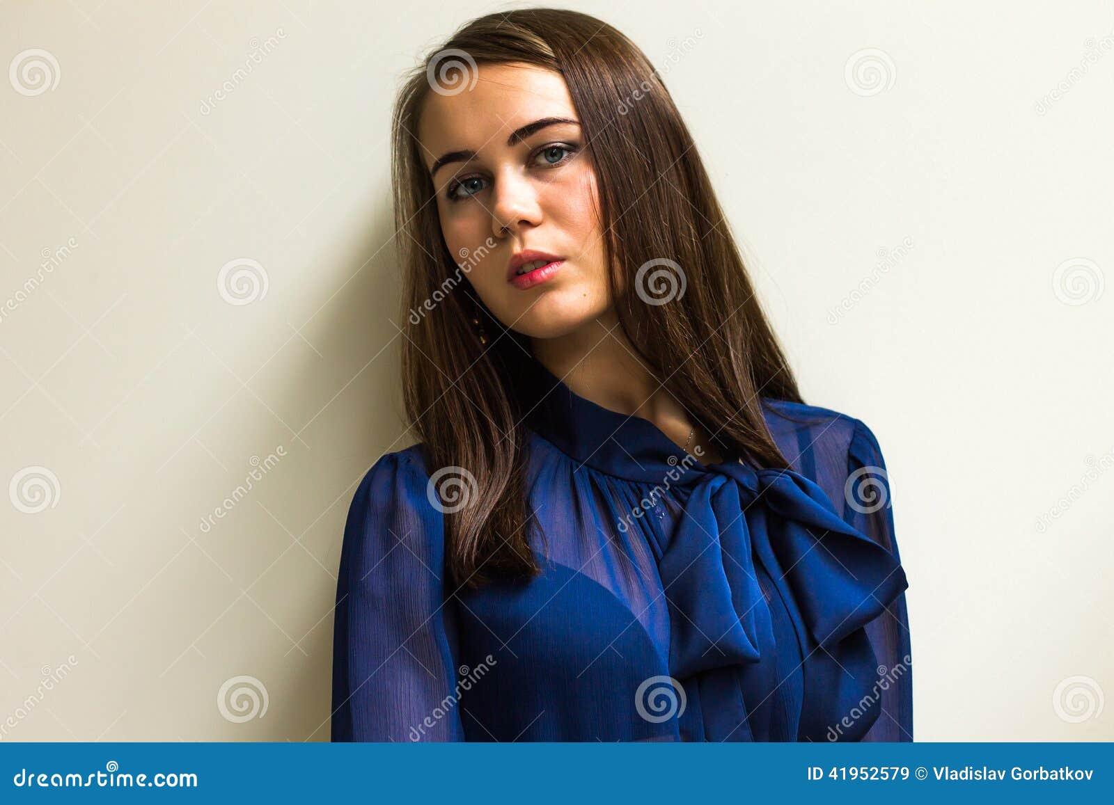 Piękna dziewczyna w pięknym mieście