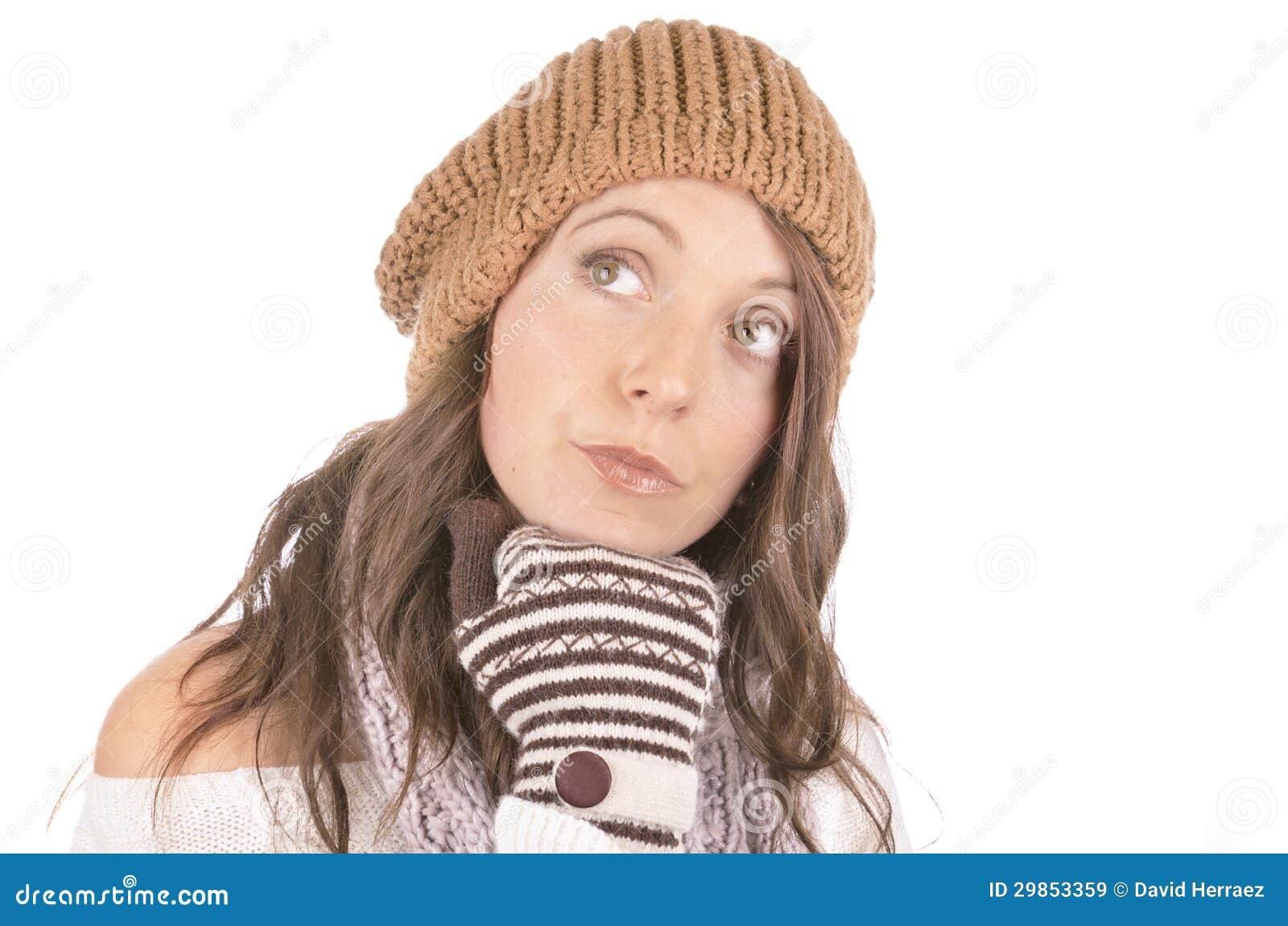 Piękna dziewczyna w zimie odziewa