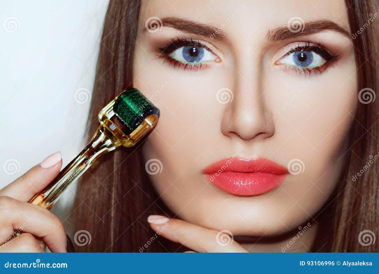 Piękna dziewczyny kobieta w zdroju salonie Mesotherapy