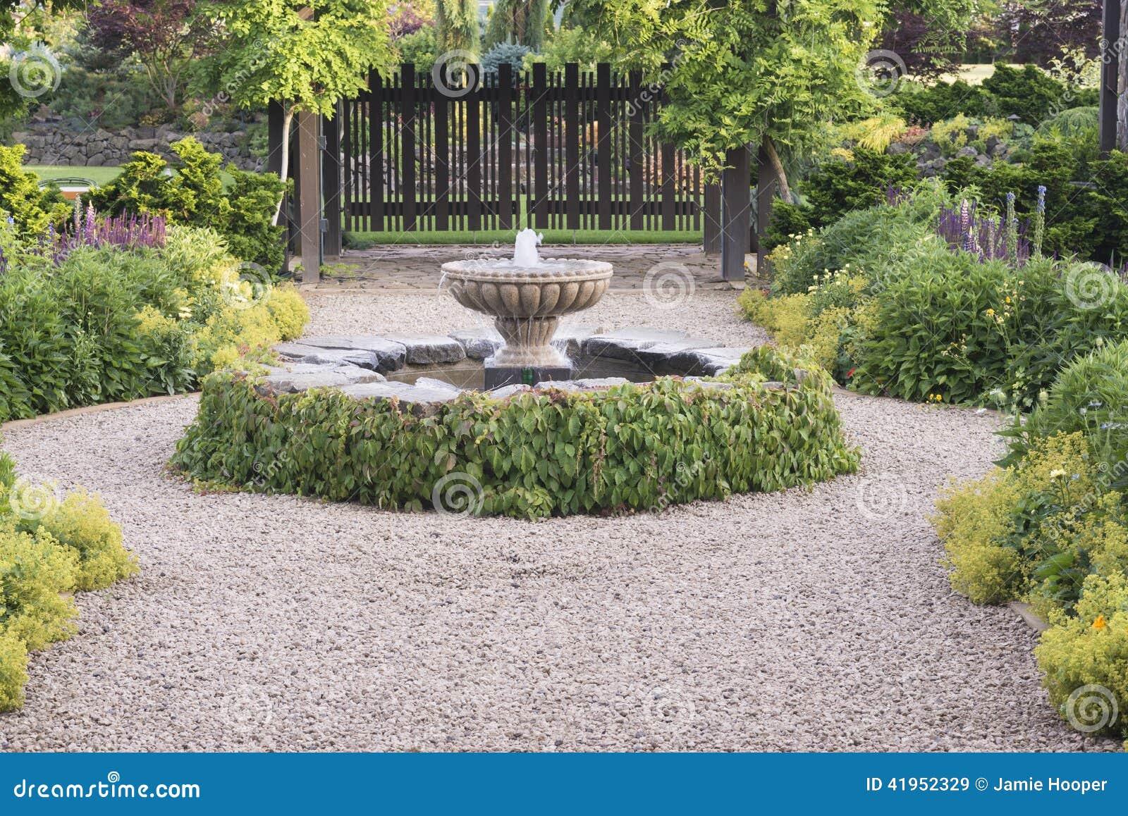 Piękna fontanny ścieżka