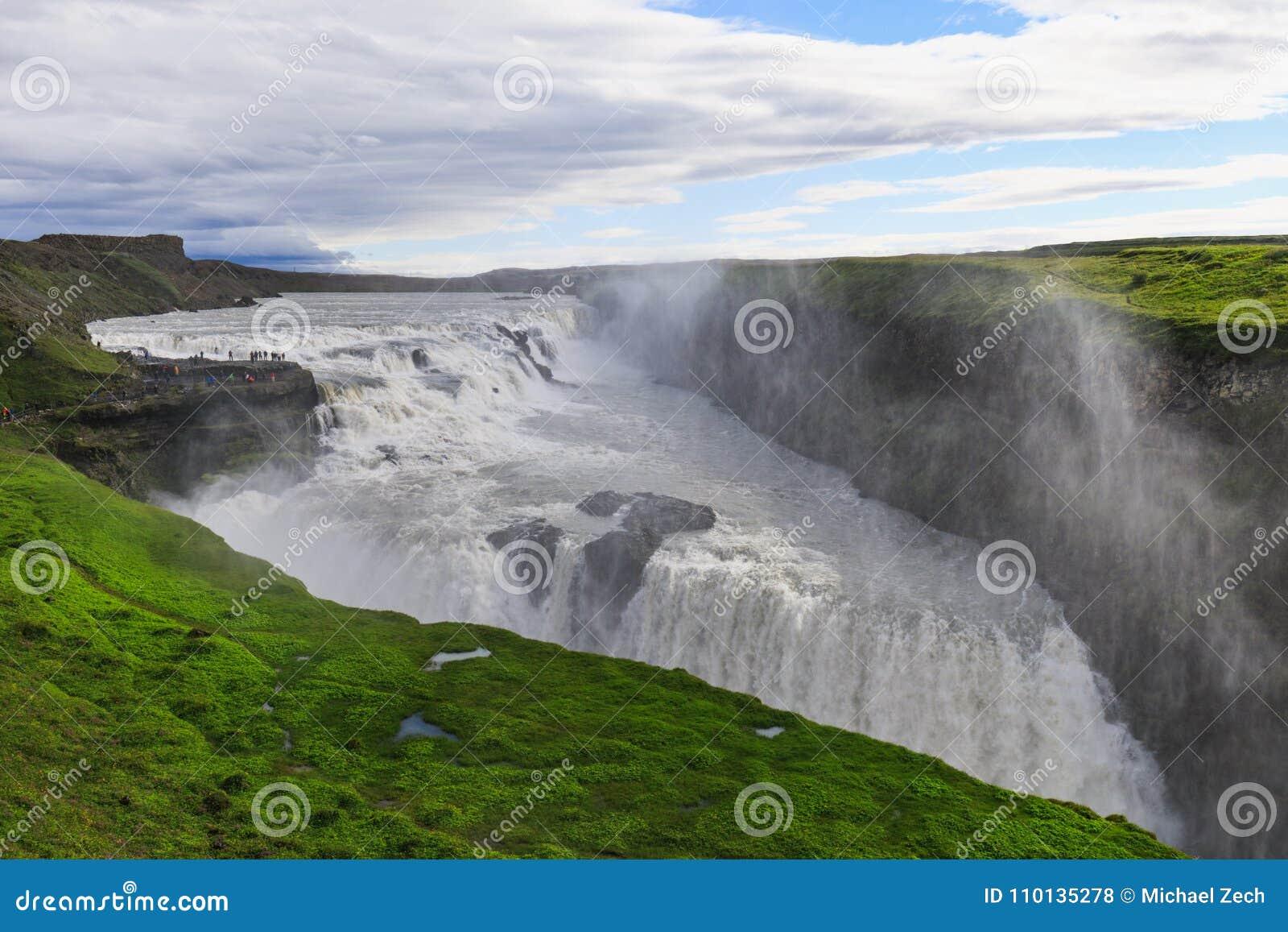 Piękna i sławna Gullfoss siklawa w Iceland