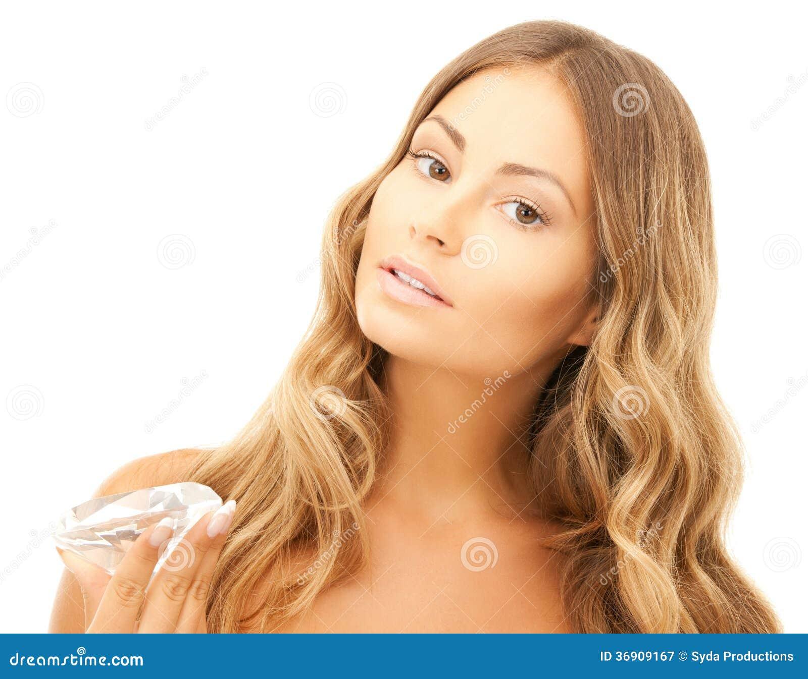 Piękna kobieta z diamentem