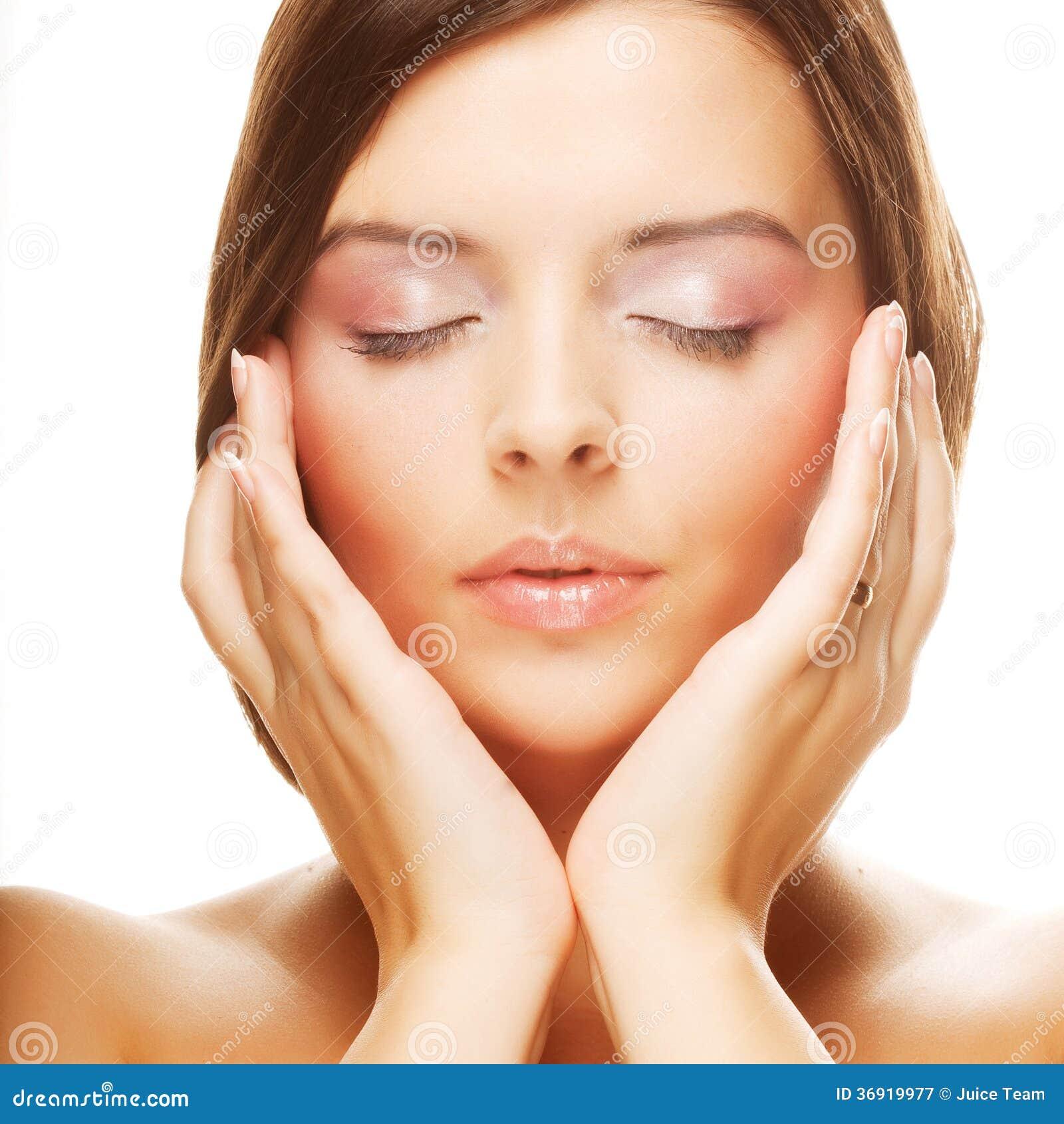 Piękna młoda żeńska twarz