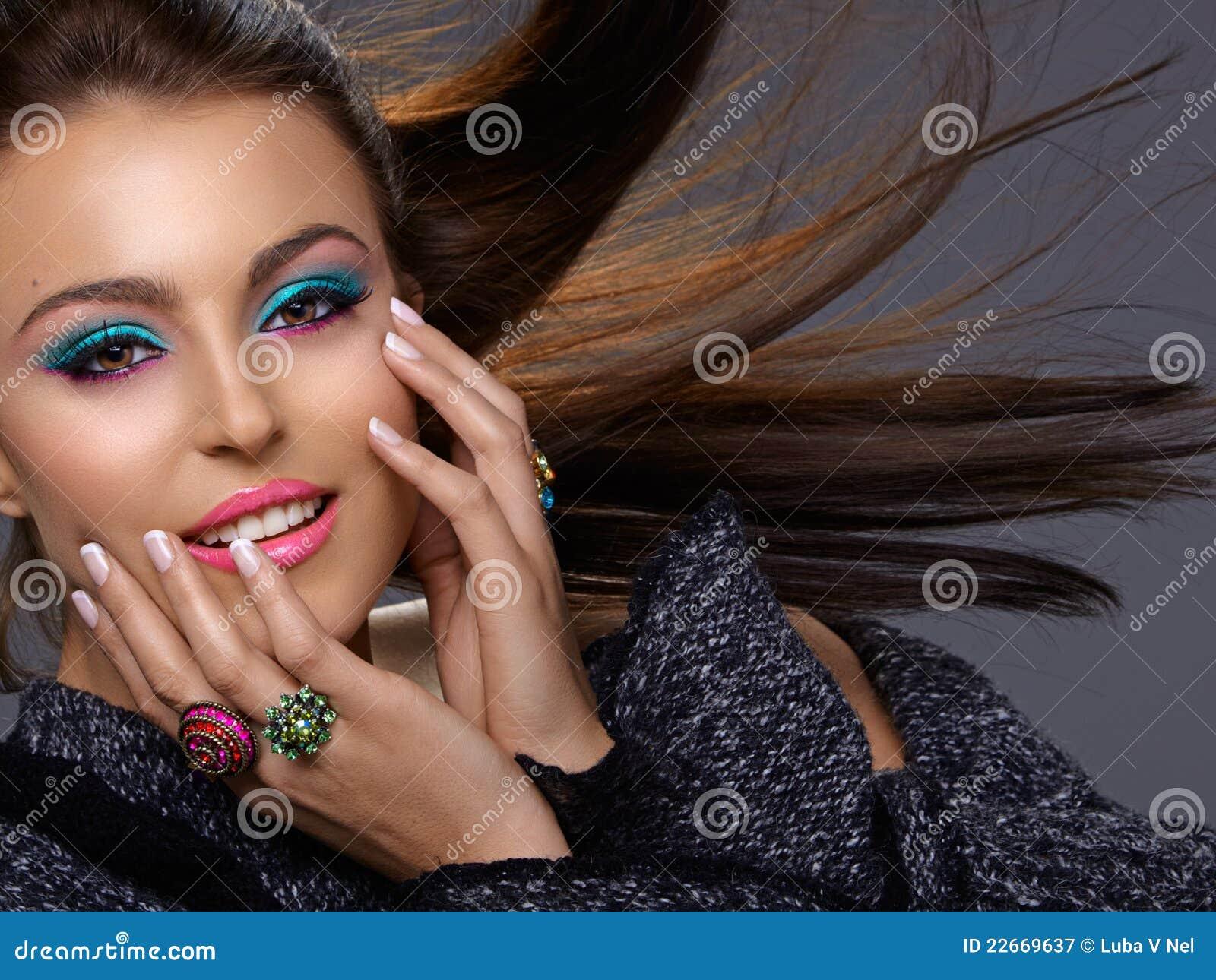 Piękna mody włoch uzupełniał