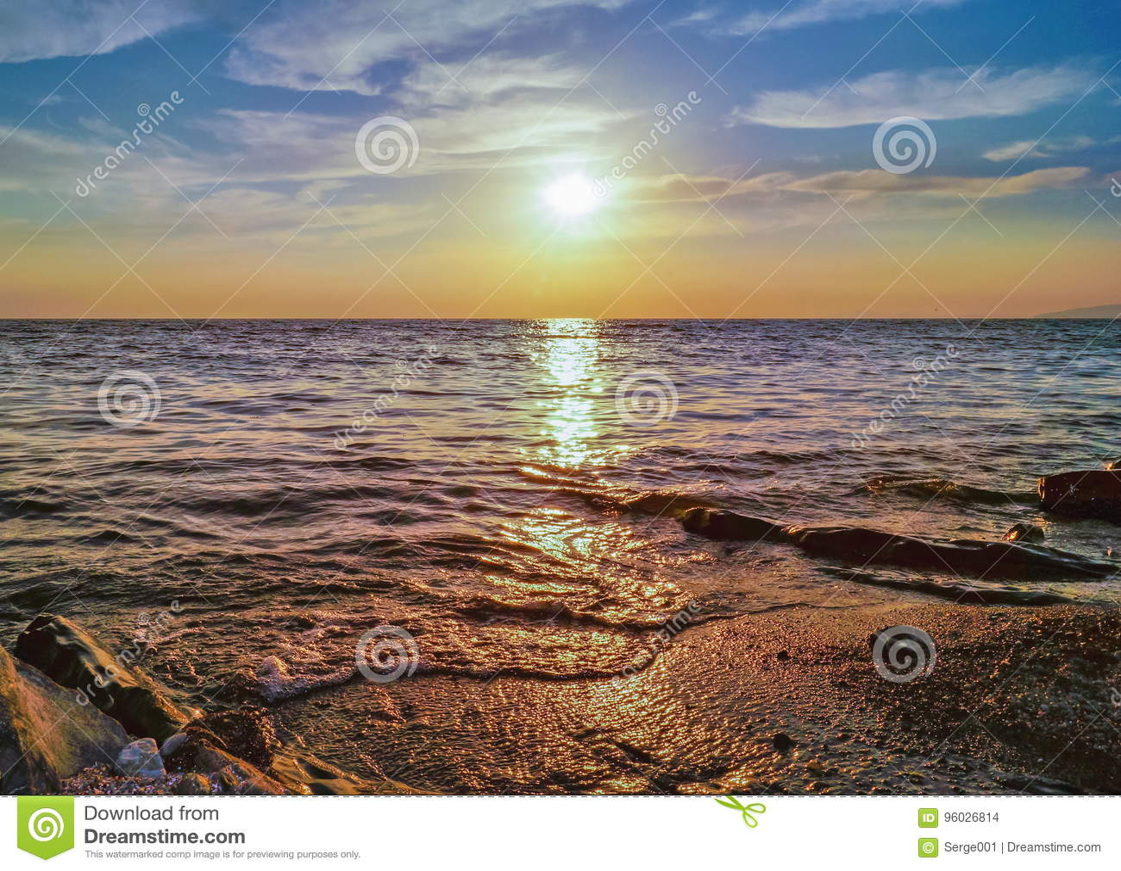 Piękna nad słońca nad morzem