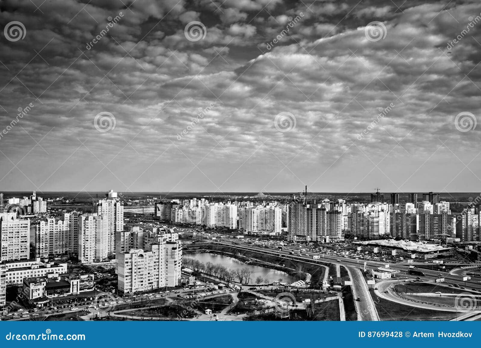Piękna pejzaż miejski panorama z drapaczami chmur, dzień, plenerowy