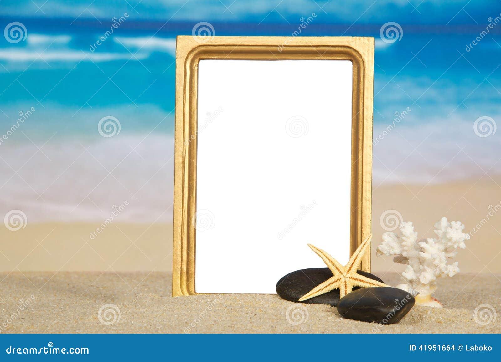 Piękna rama, rozgwiazda, koral i otoczak,