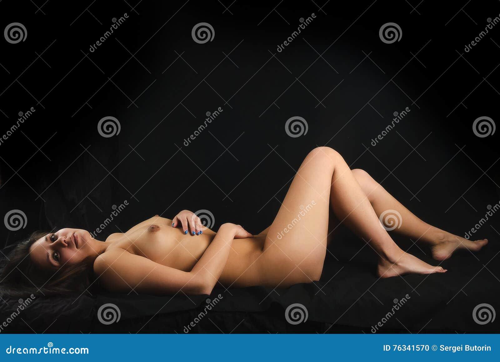zdjęcia rozbierających się kobiet