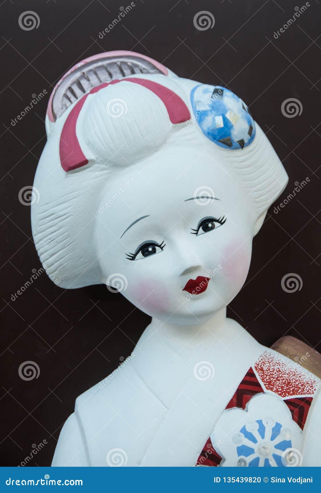 Piękna słodka maiko statuy twarz