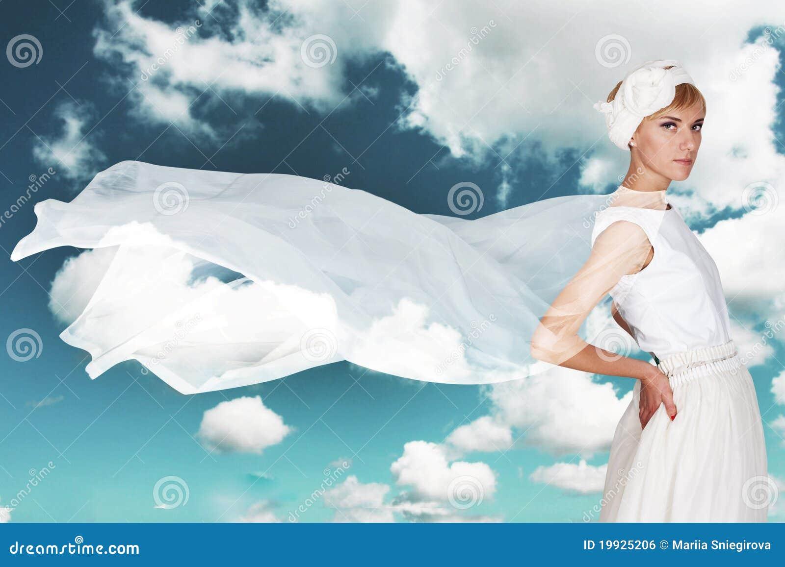 Piękna smokingowi białej kobiety potomstwa