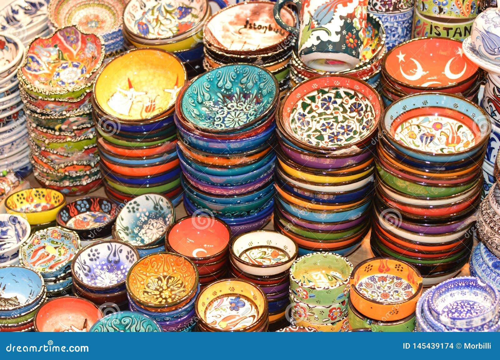Piękna tradycyjna Turecka ceramika puszkuje dla sprzedaży, ceramika talerze