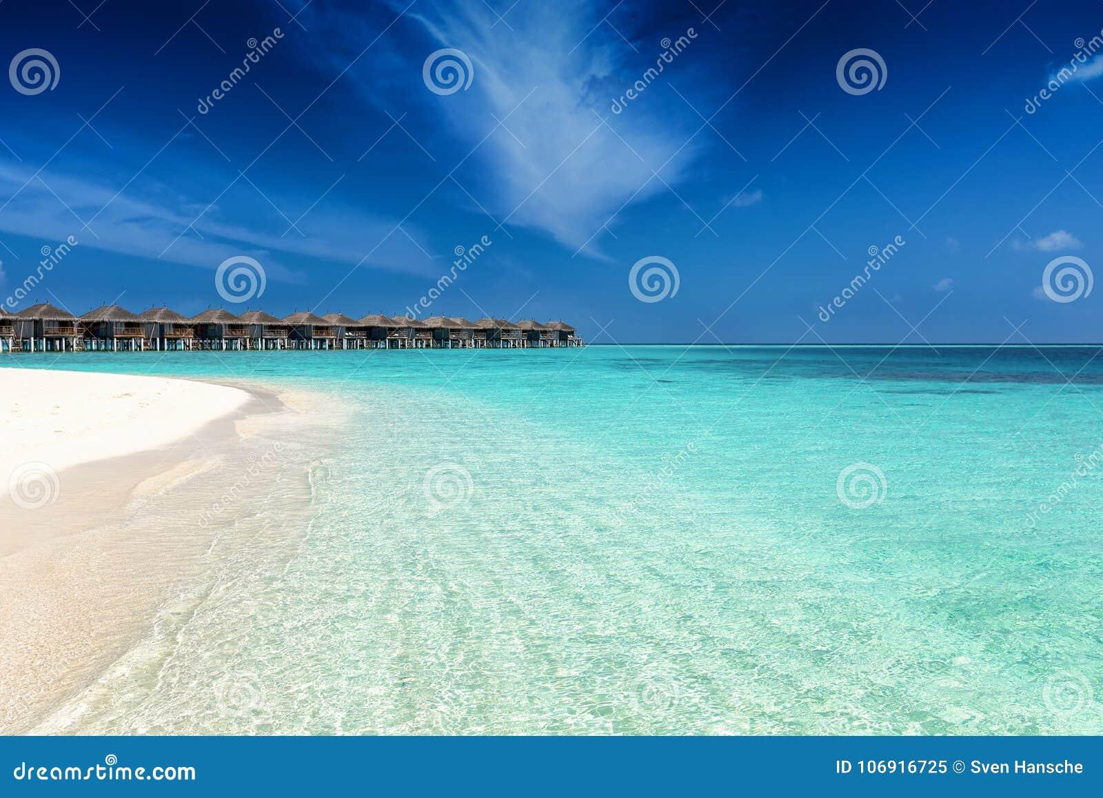 Piękna, tropikalna plaża w Maldives,