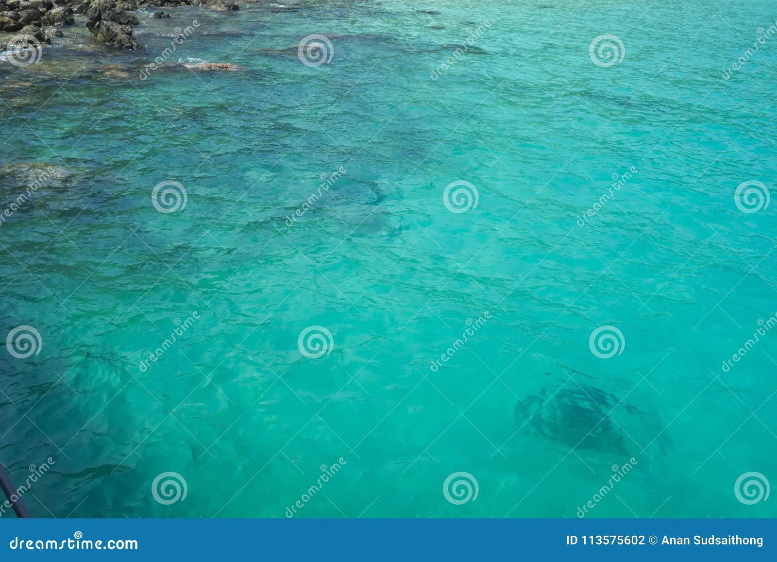 Piękna turkus zieleni woda morska Idylliczny seascape tło