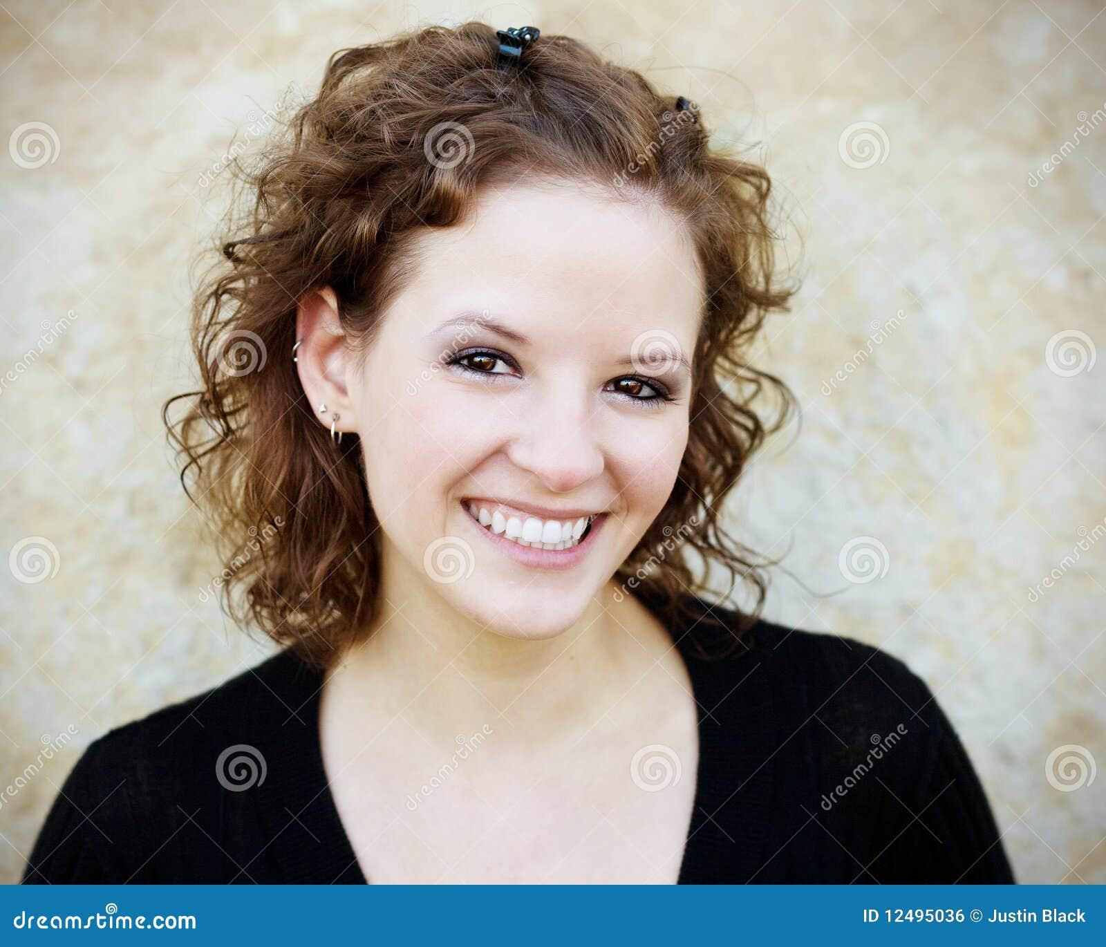 Piękna uśmiechnięta kobieta