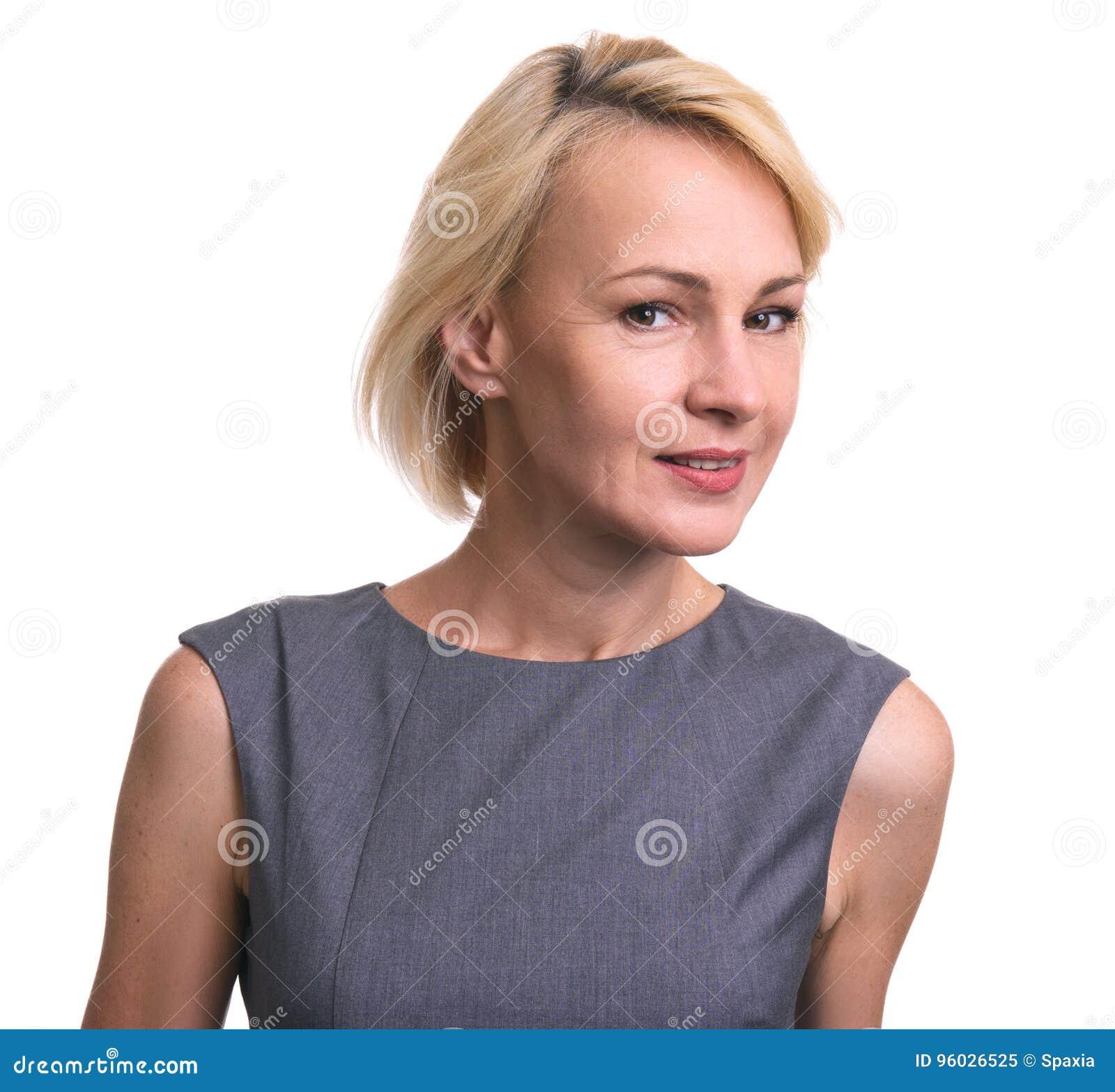 Piękna w połowie pełnoletnia biznesowa kobieta