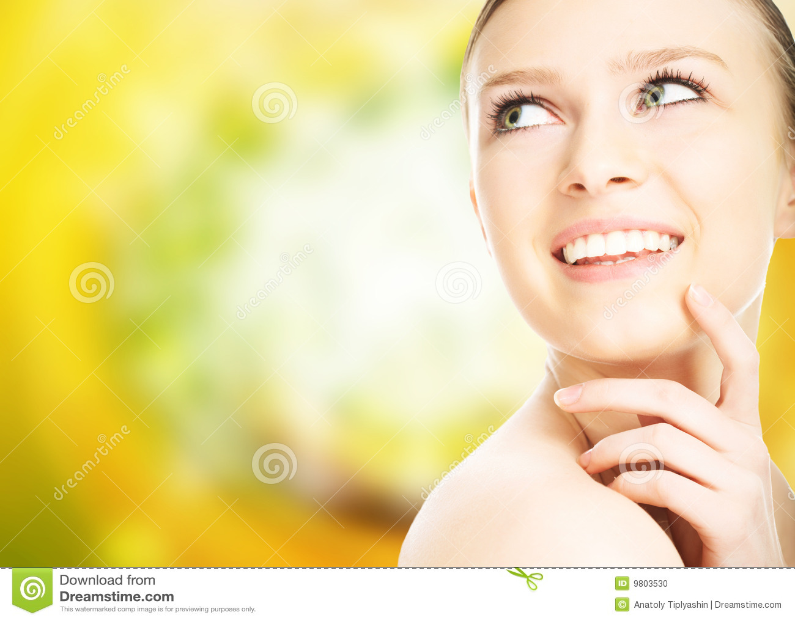 Piękna zakończenia twarzy portret w górę kobiety