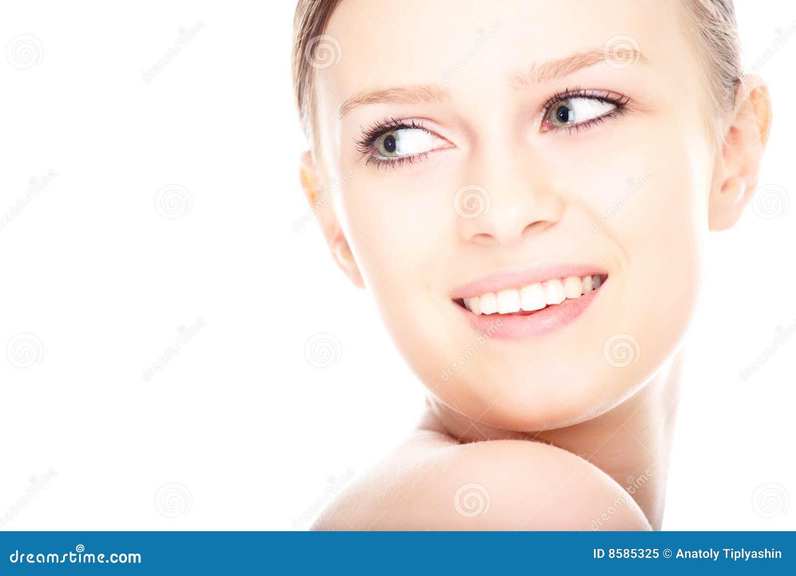 Piękna zakończenia twarzy portret w górę kobiety potomstw