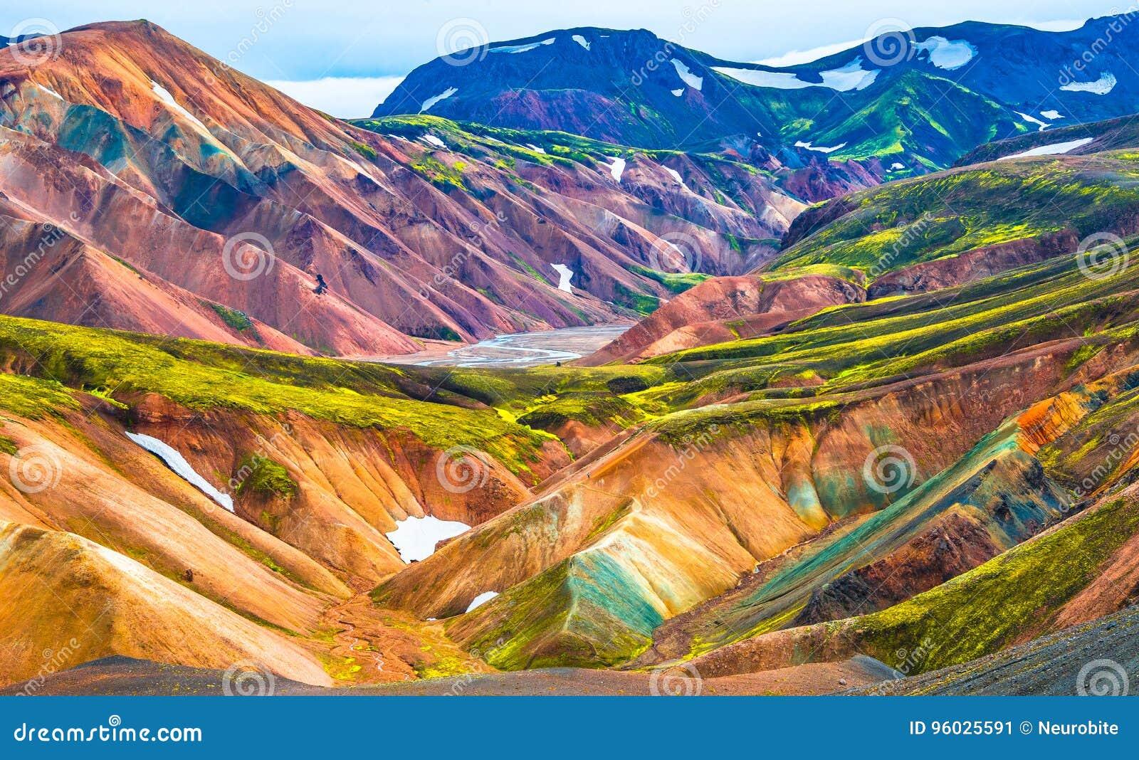 Piękne kolorowe powulkaniczne góry Landmannalaugar w Iceland