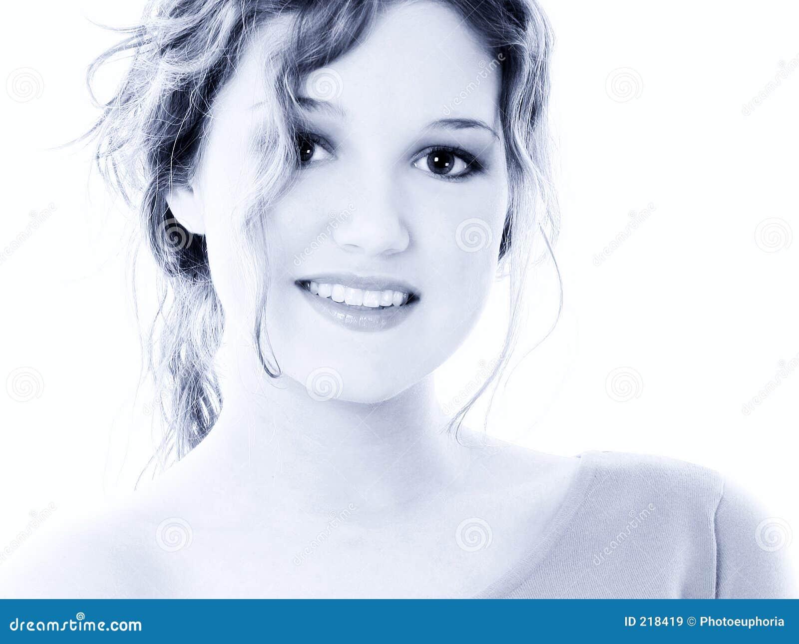 Piękne niebieskie starych 16 dziewczyna portret brzmień zamiłowanie