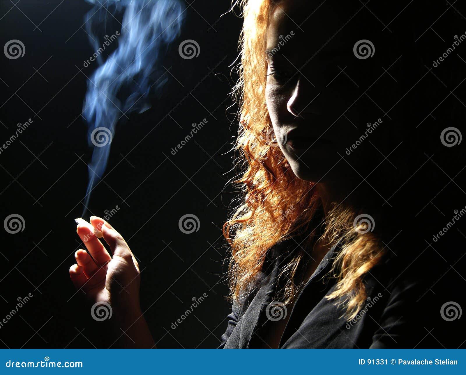 Piękne panie palenia