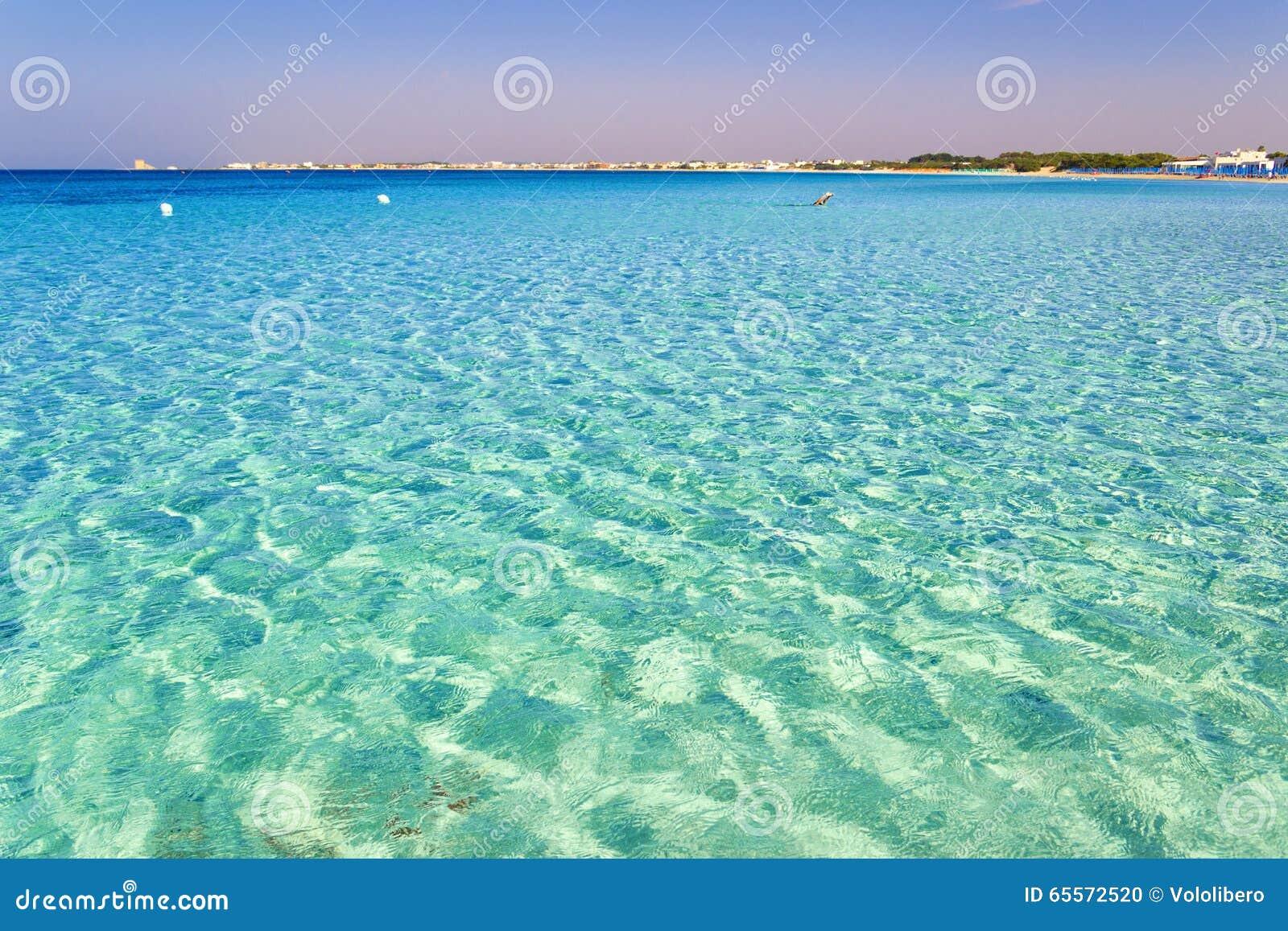 Piękne piaskowate plaże Apulia: Porto Cesareo żołnierz piechoty morskiej, Salento coastITALY (Lecka)