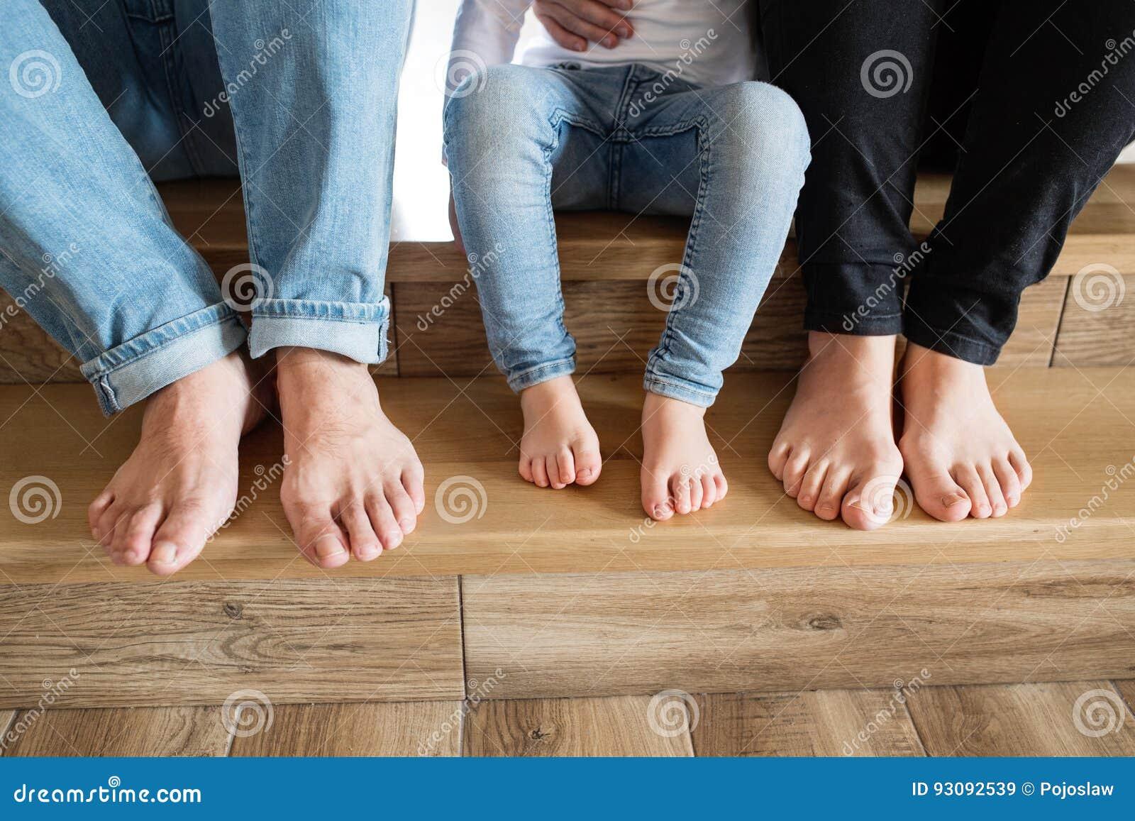 Piękne rodziną young Nadzy cieki matka, ojciec i córka,