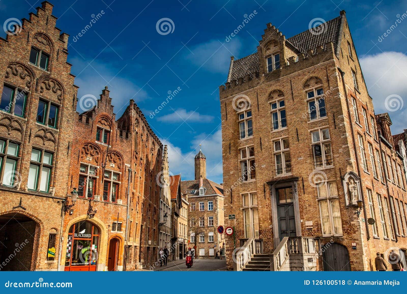 Piękne ulicy dziejowy miasteczko Bruges