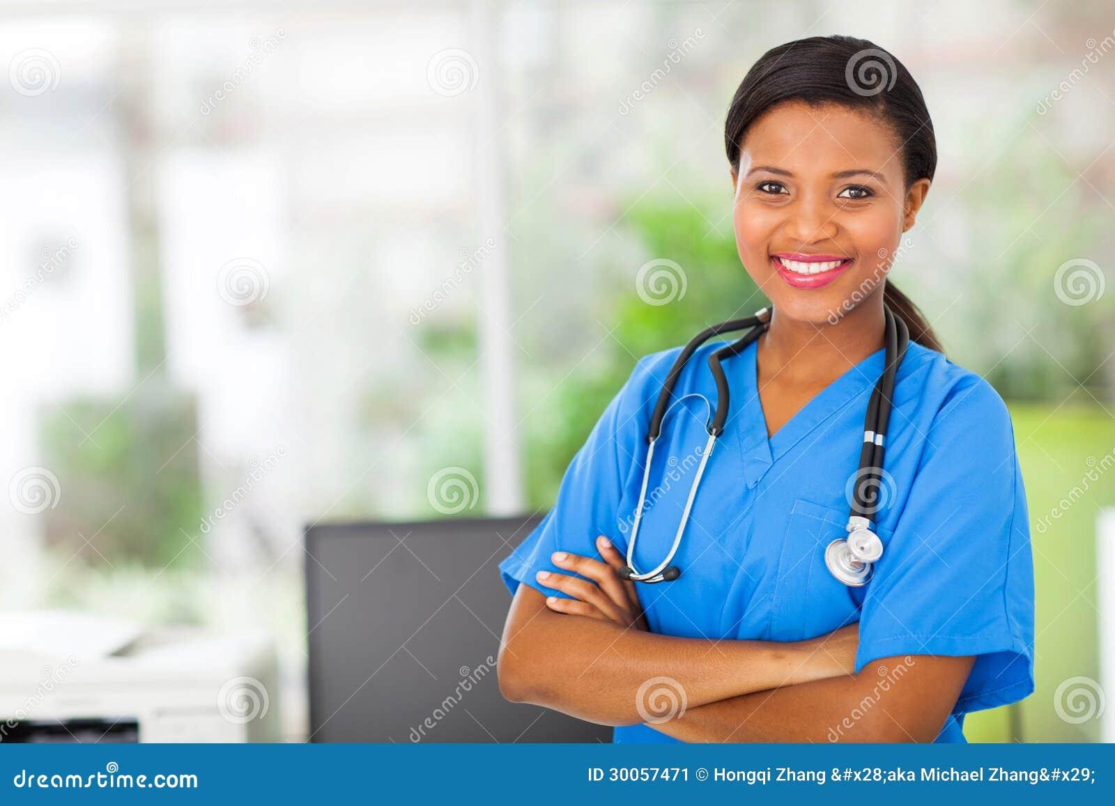 Amerykanin afrykańskiego pochodzenia pielęgniarka