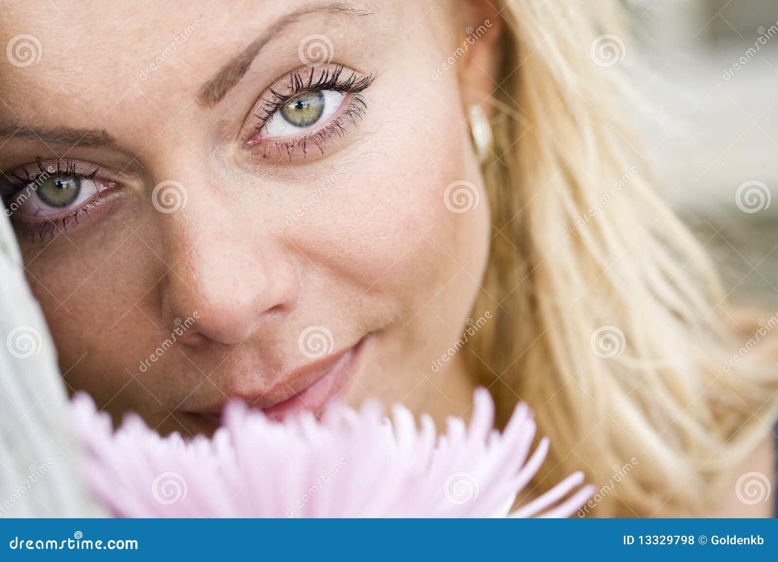 Pięknego blondynów zakończenia sprostać kobiety potomstwa