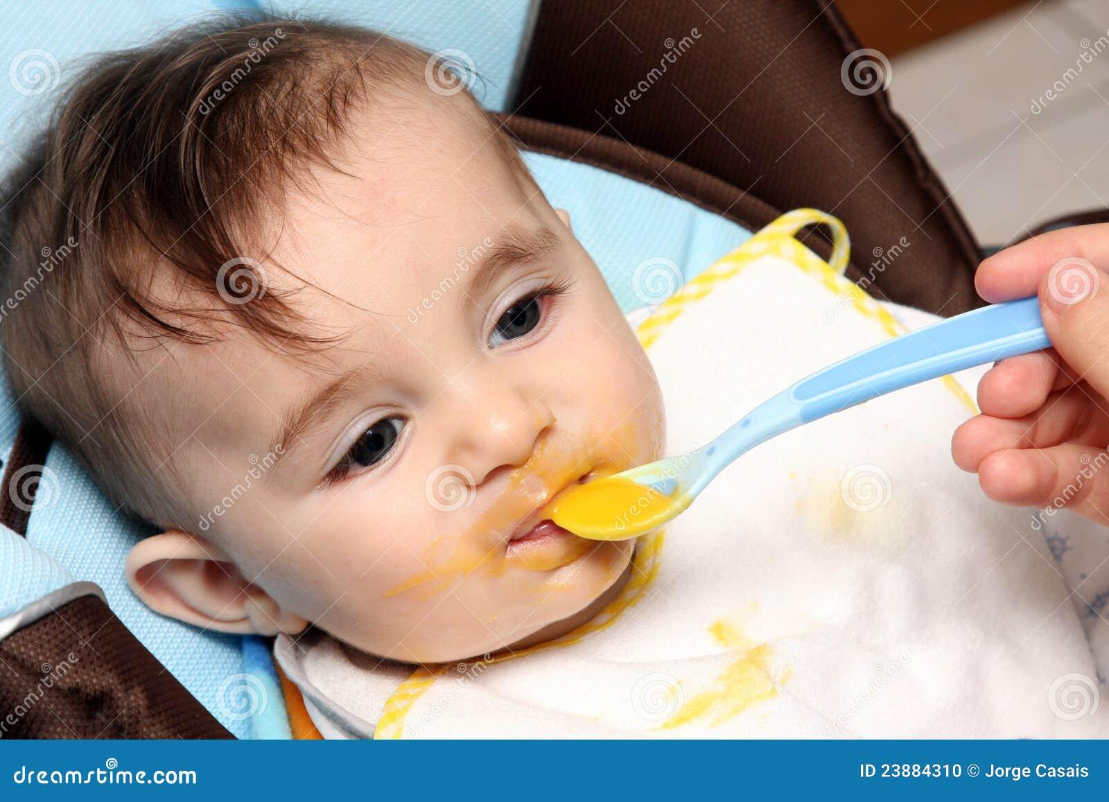 Pięknego dziecka łasowania polewka