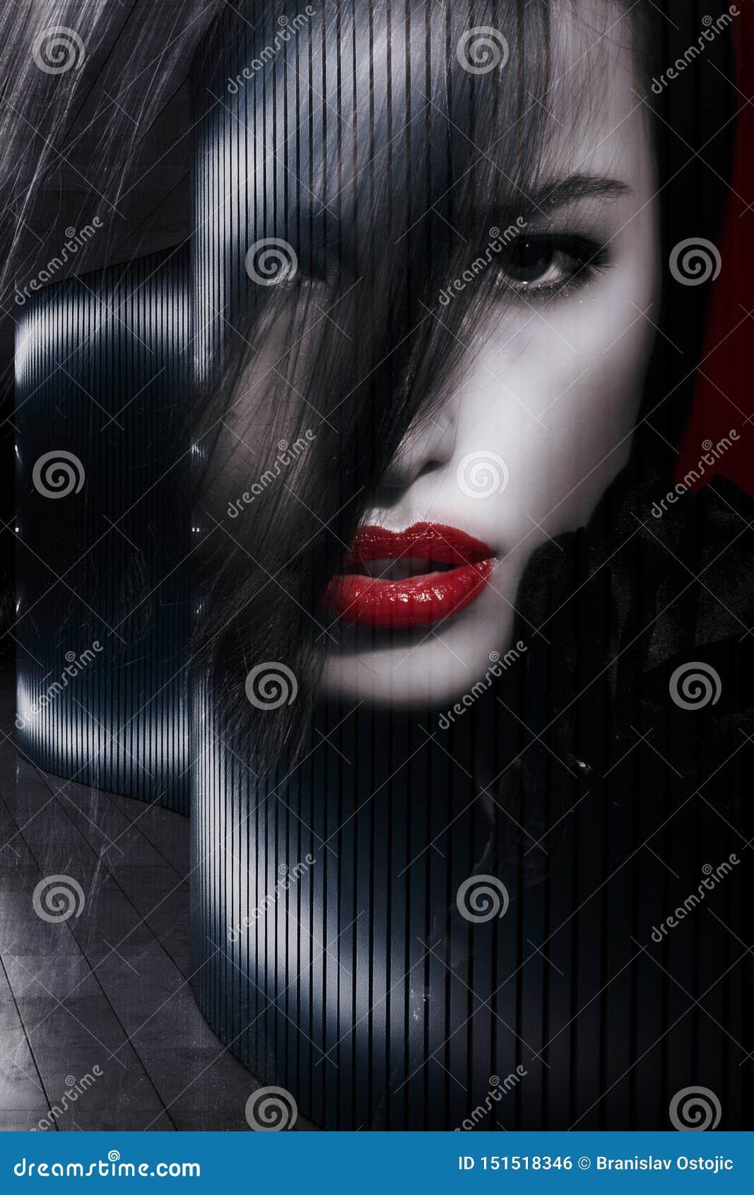 Pięknego kobieta portreta dwoisty ujawnienie