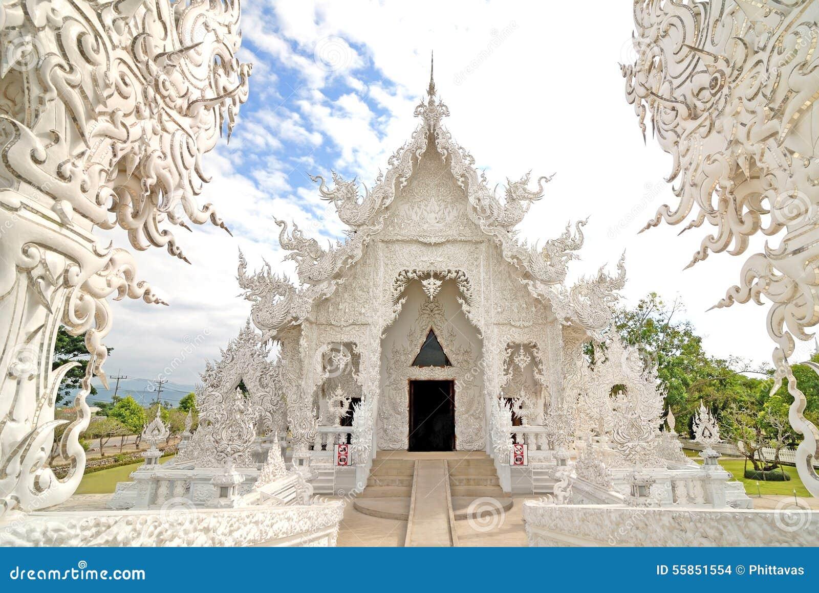 Pięknej architektury biała świątynia w Chiangrai Tajlandia