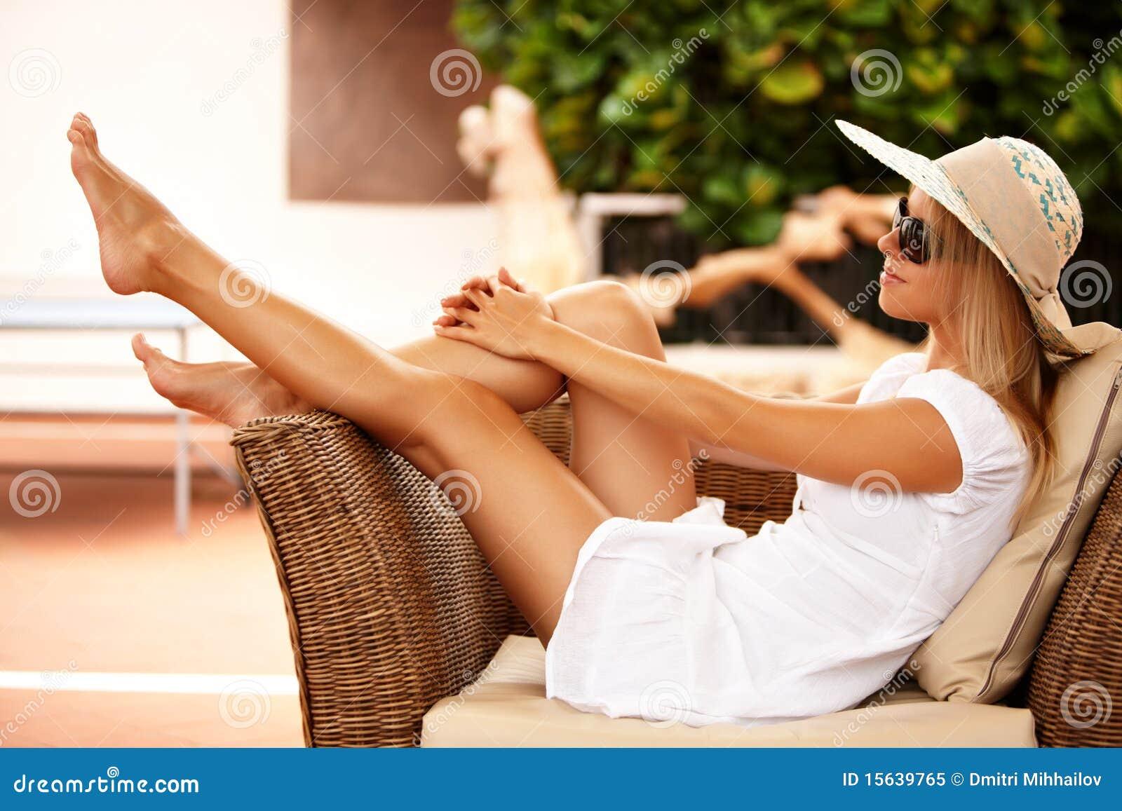 Pięknej dziewczyny relaksujący kurort