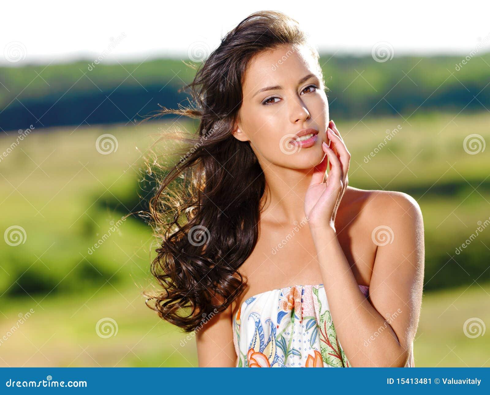 Pięknej natury seksowna kobieta
