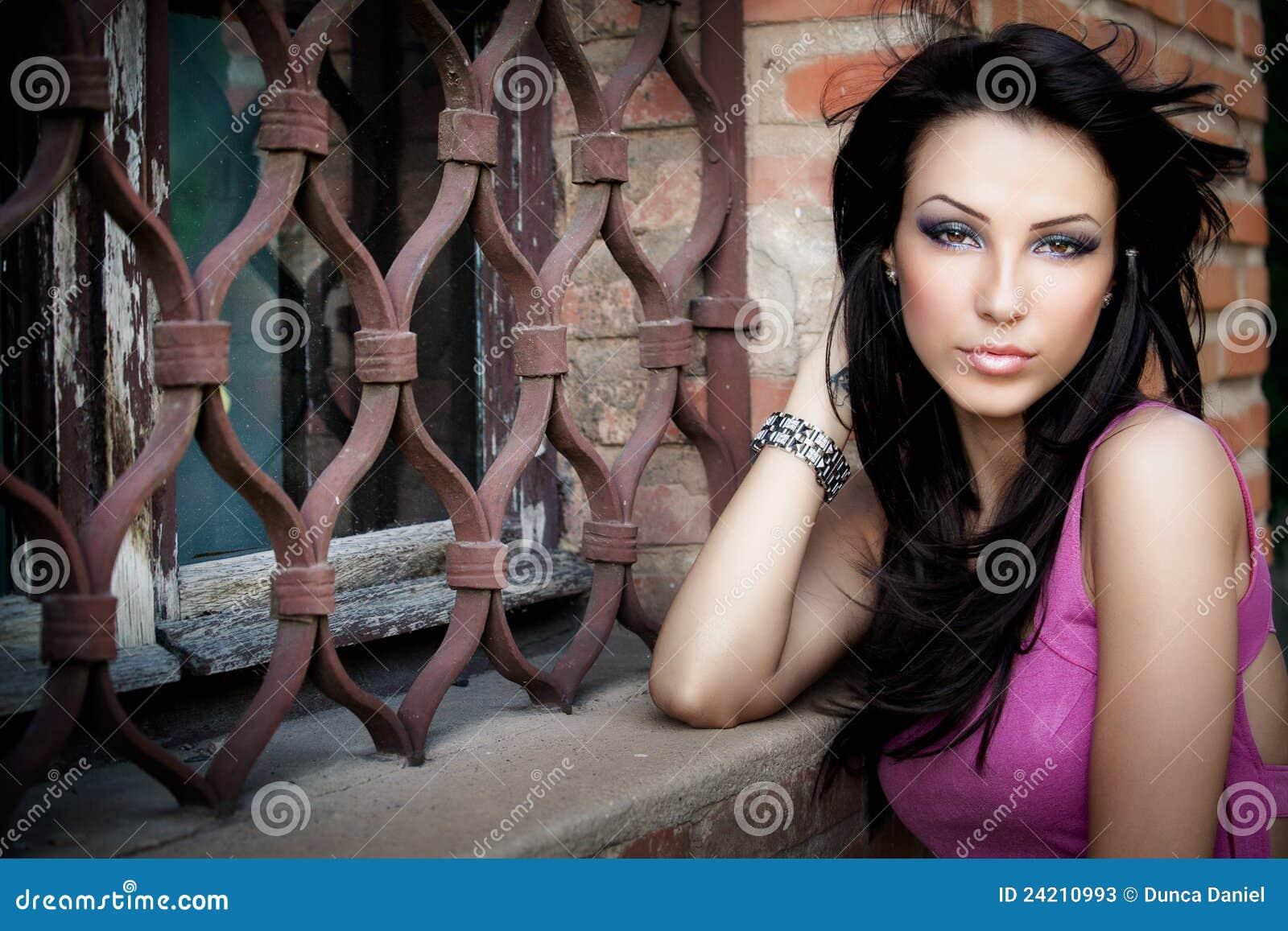 Piękni eleganccy jeden seksowni kobiety potomstwa