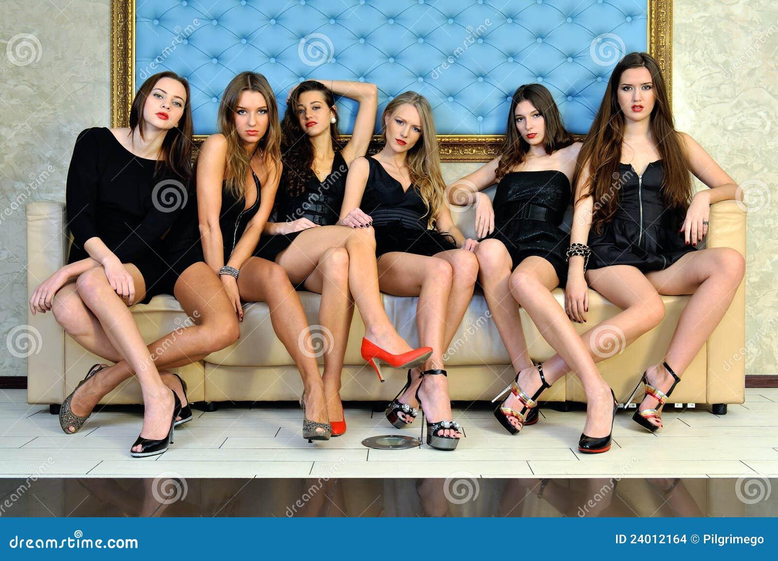 Piękni hotelowi modele seksowni sześć