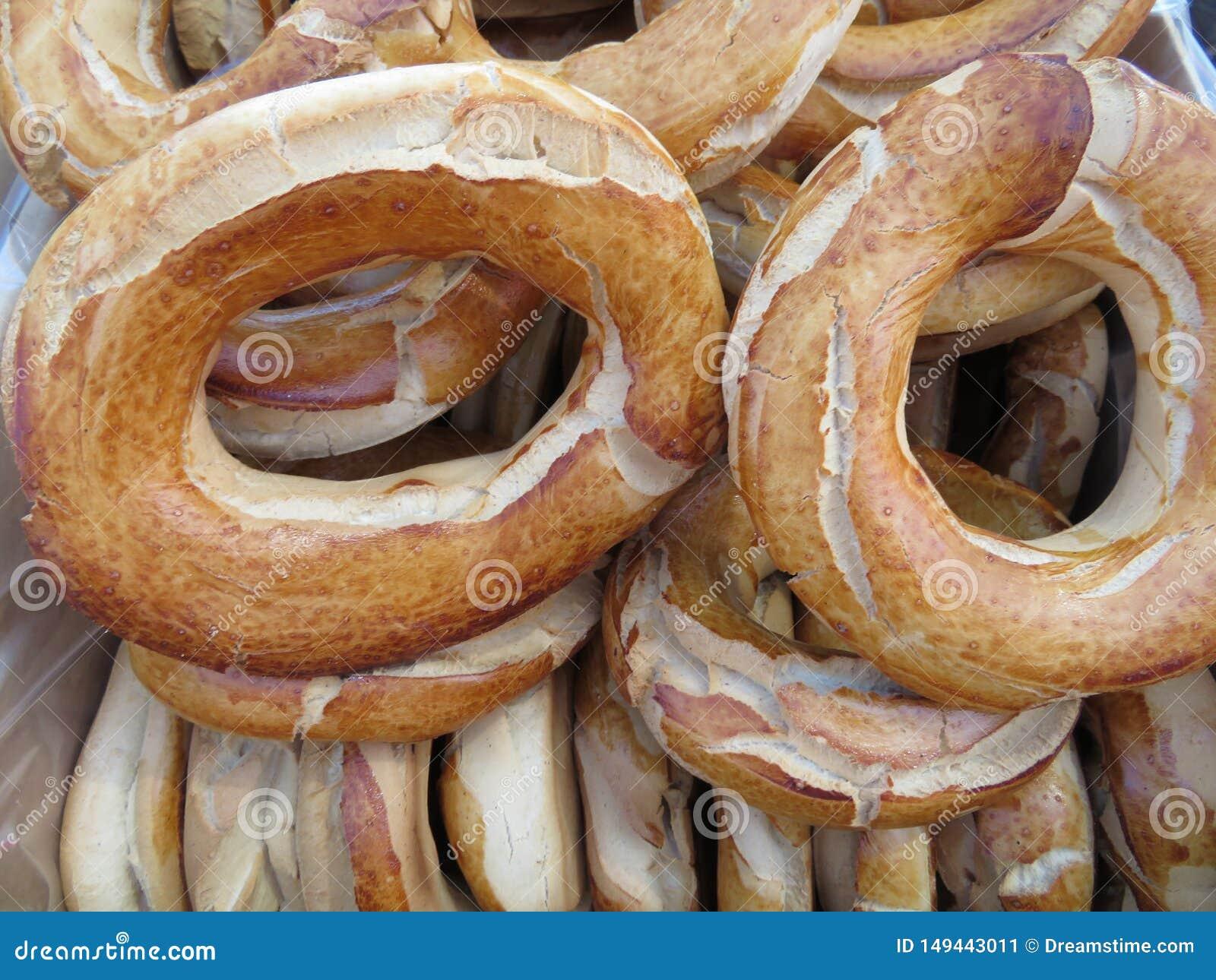 Pi?kni i wy?mienicie donuts typowi Hiszpania z przyjemnym smakiem