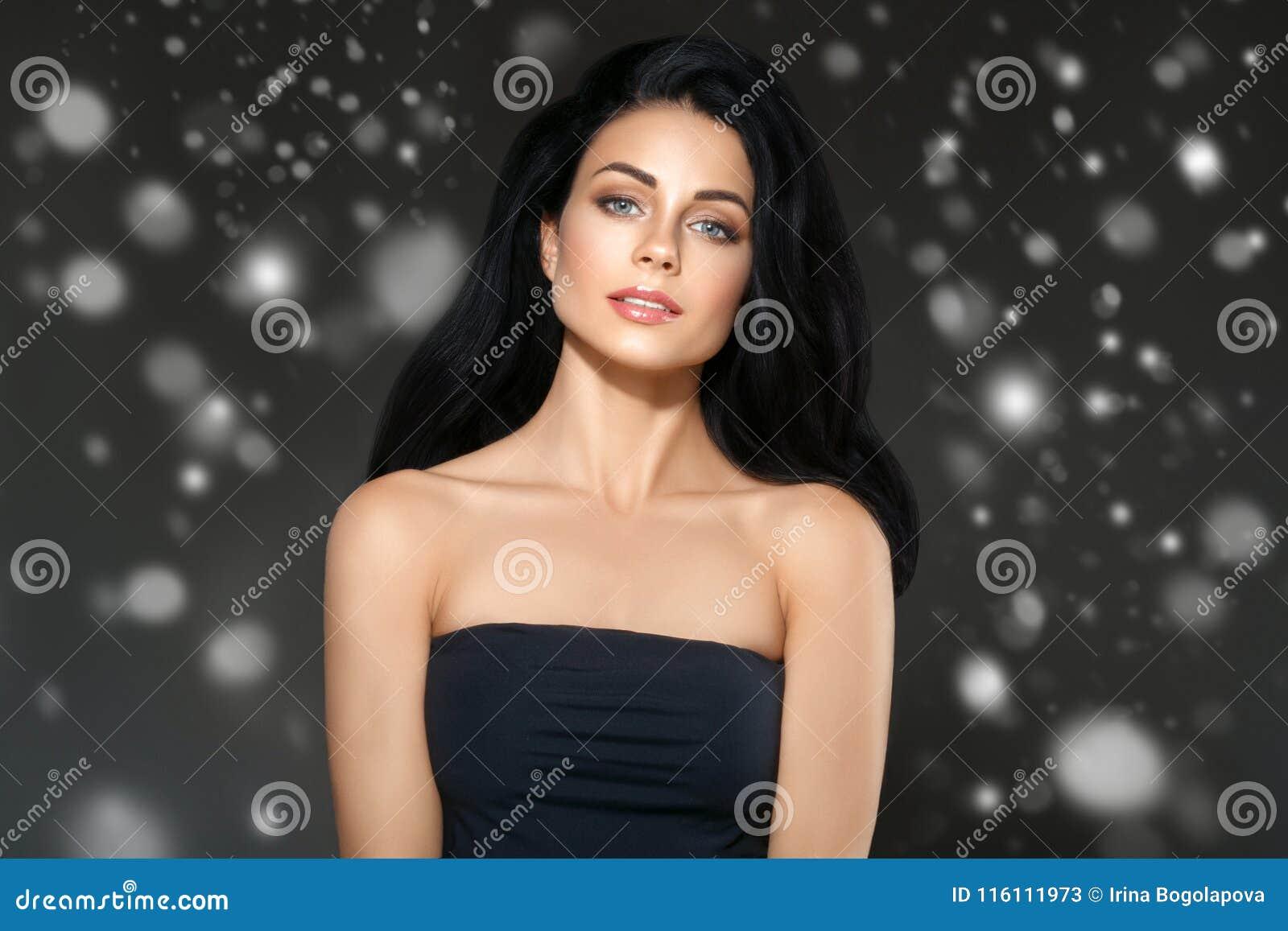 Piękno kobiety zimy twarzy Śnieżny portret Piękna zdroju modela dziewczyna