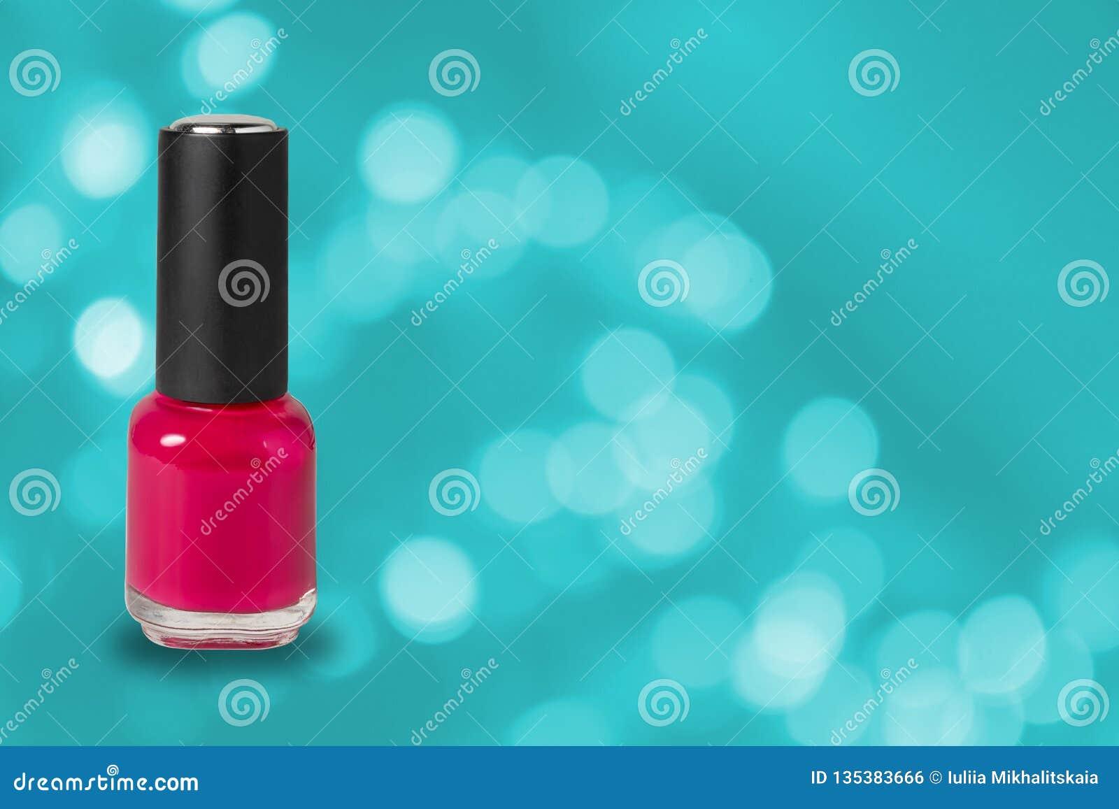 Piękno, moda i gwóźdź sztuka, Manicure sztuki kosmetyka narzędzia, butelka czerwony kolorowy gel gwoździa połysk na błękitnym bok