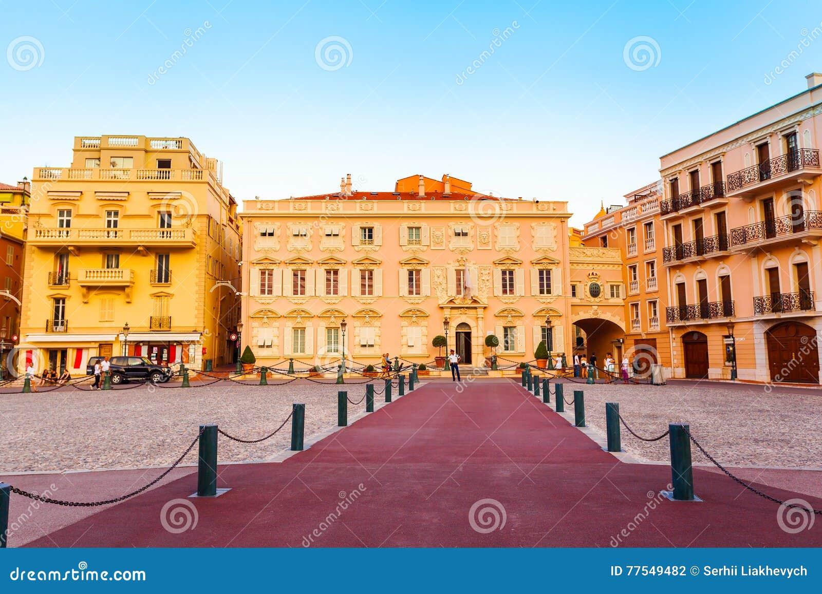 Piękny budynek Prince& x27; s pałac w Monaco