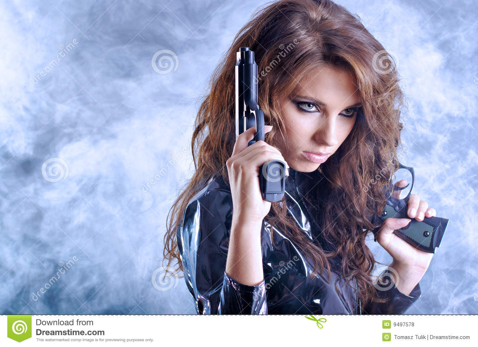 Piękny dziewczyny pistoletu mienie seksowny