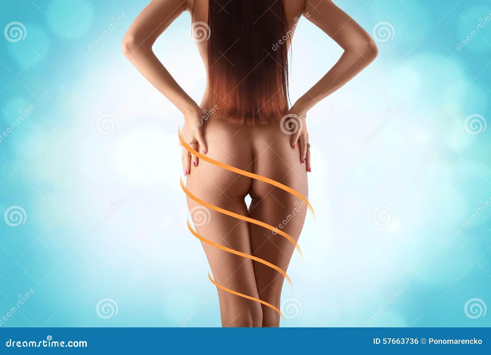Piękny i dysponowany żeński ciało z rysunkowymi strzała Klingeryt s