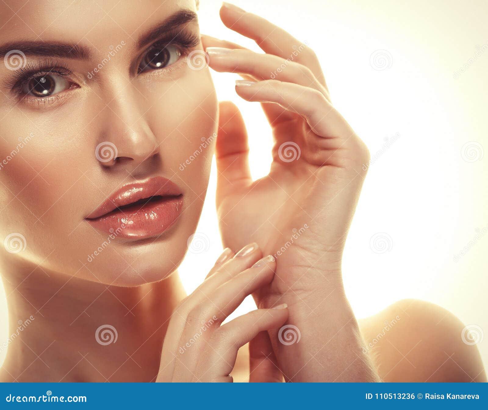 Piękny kobiety twarzy portreta piękna skóry opieki pojęcie