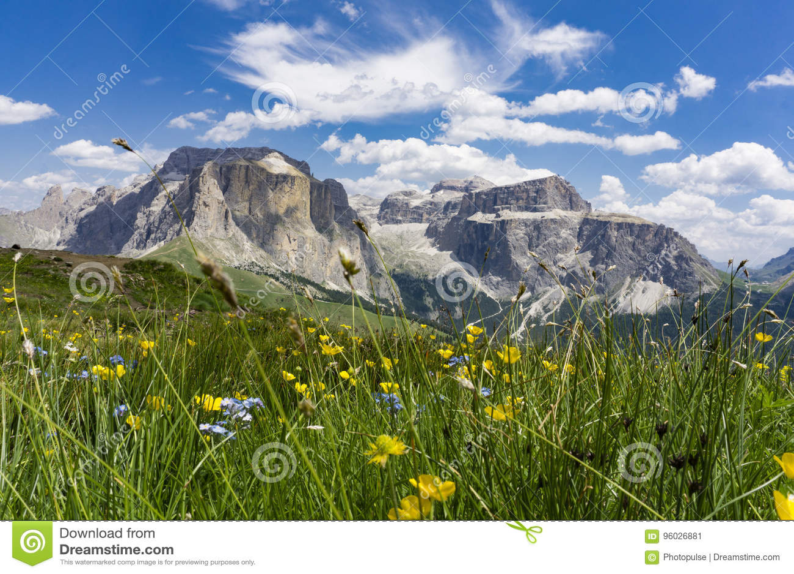 Piękny lato góry krajobraz Sella grupa dolomity Ita