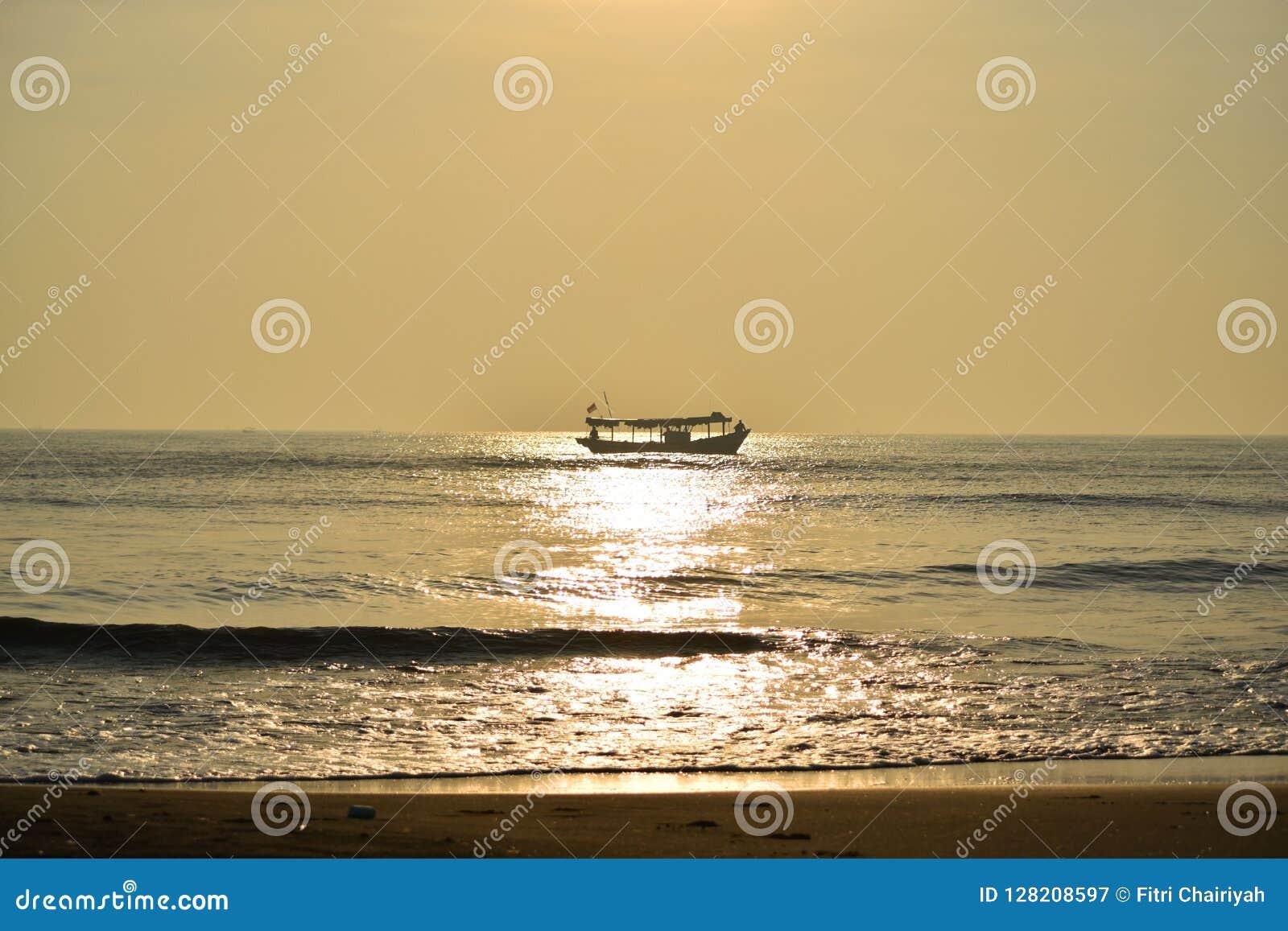 Piękny ocean w ranku