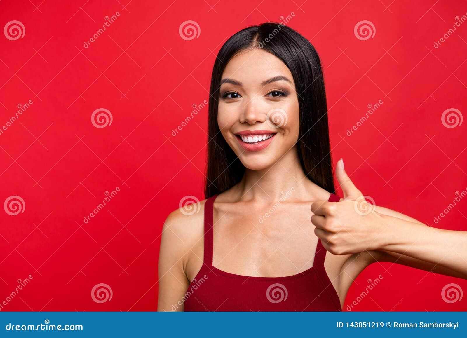 Piękny oszałamiająco uroczy atrakcyjny brunetki damy przedstawienia thum
