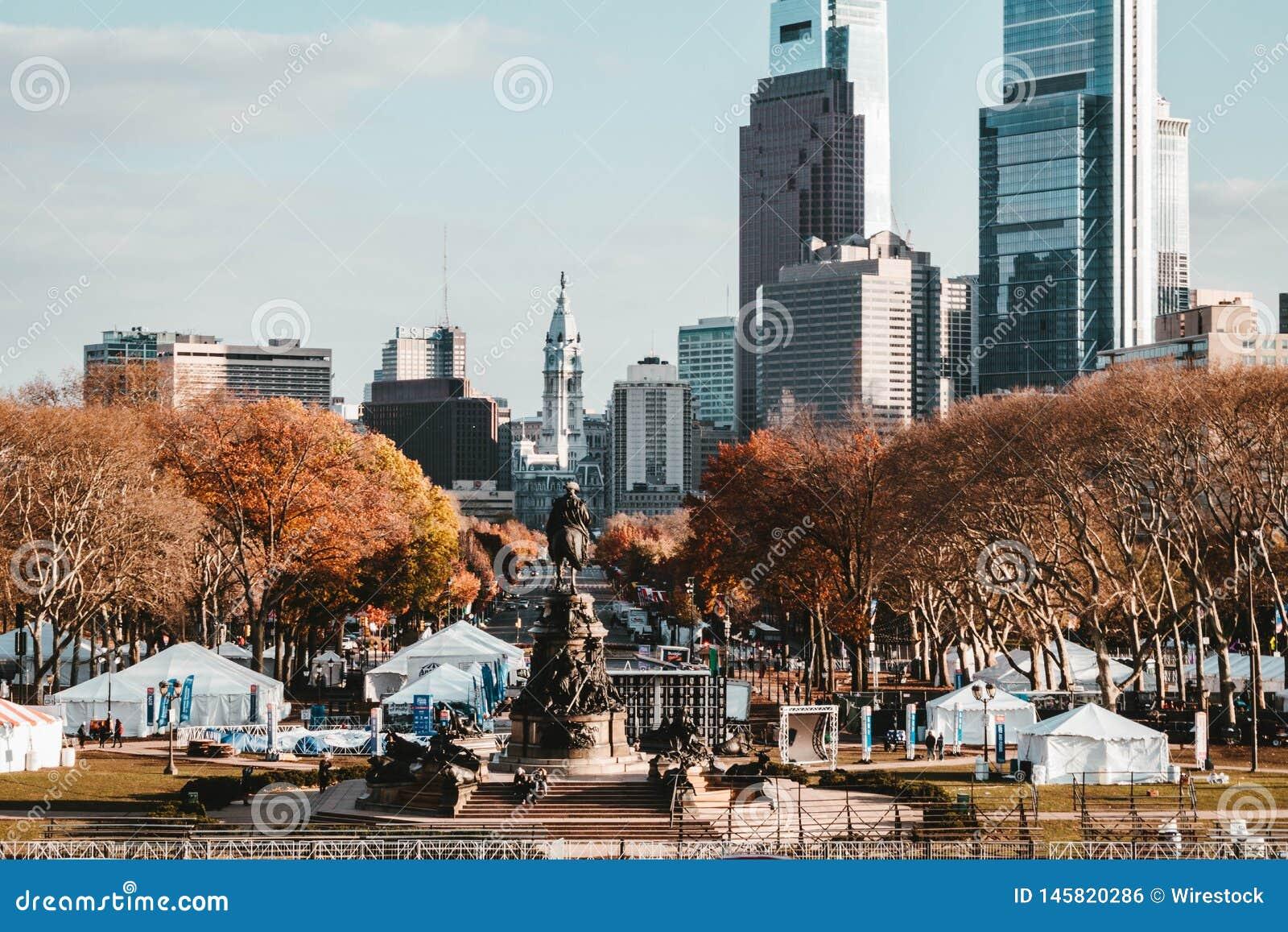 Piękny park i statua w NYC