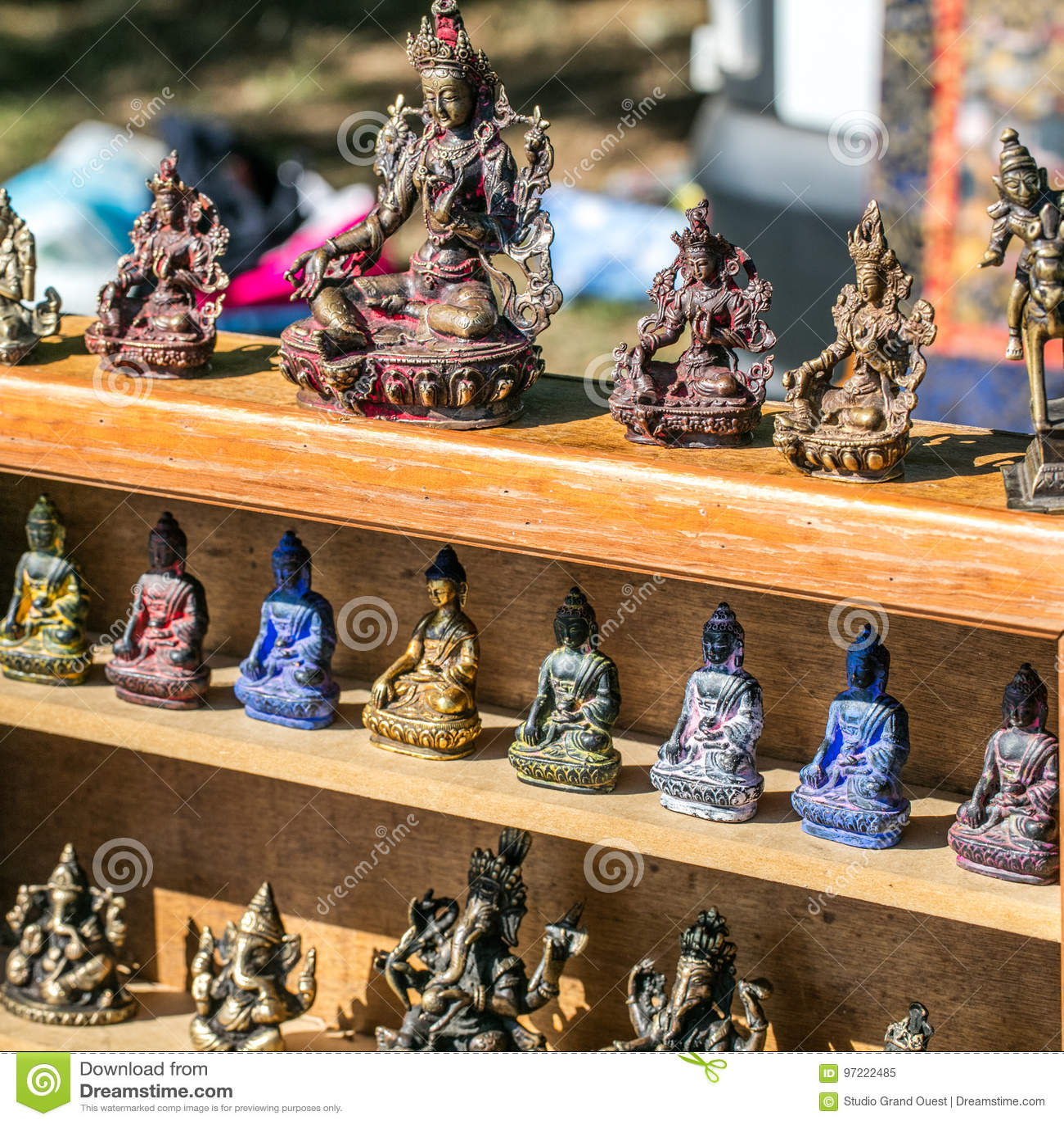 Piękny pokaz brązowy Buddha, Ganesh i Azjatyckie kobiet statuy,