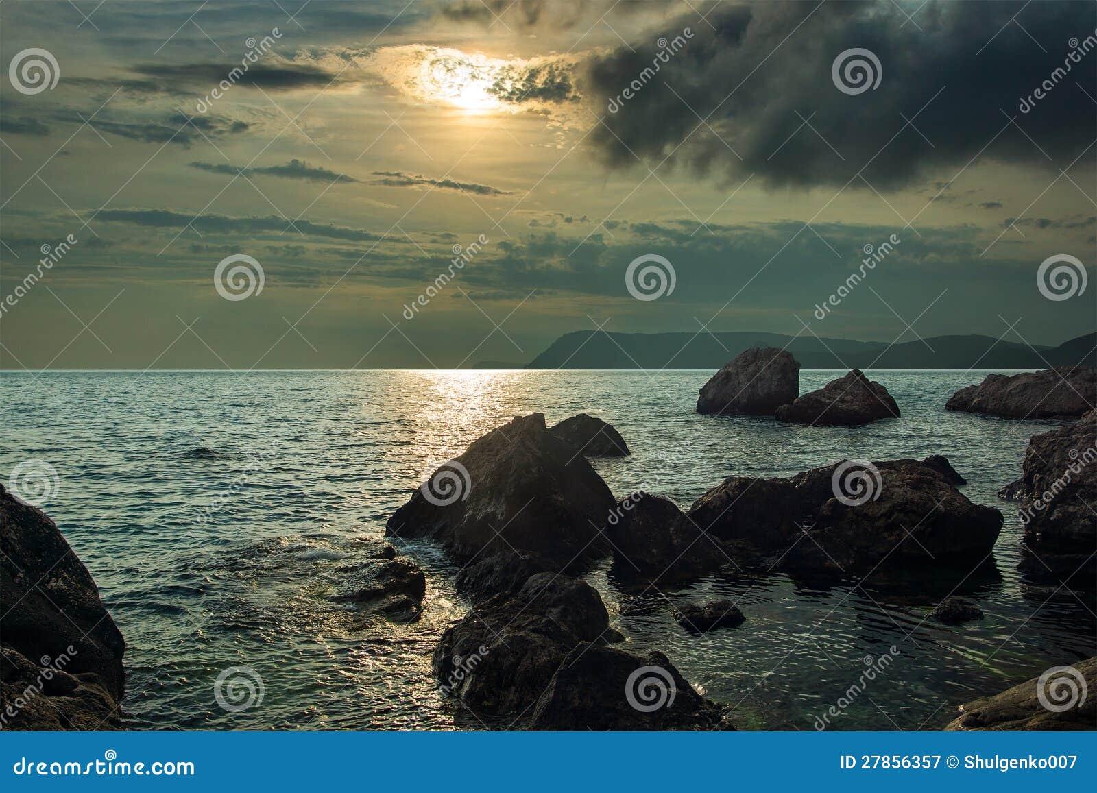 Piękny spokojny zmierzch na Czarnym morzu,