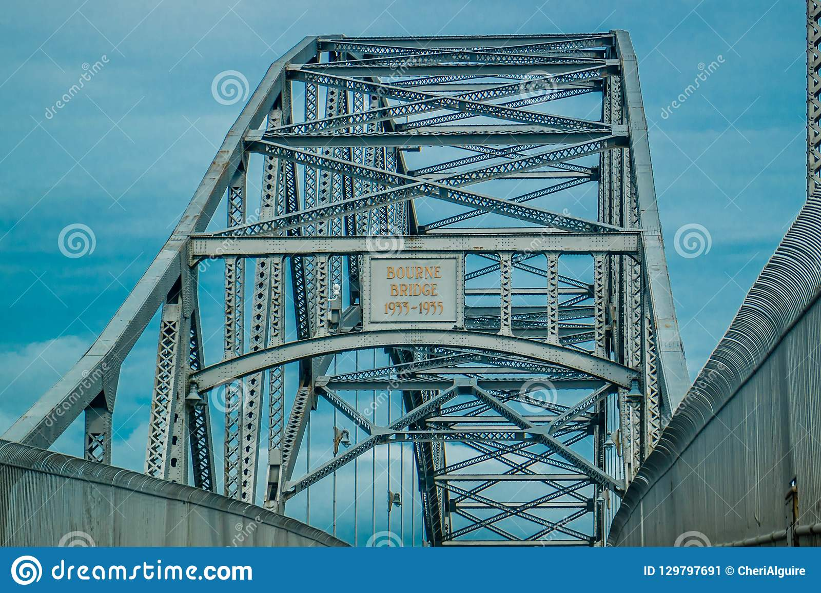 Piękny stalowy Bourne most w Bourne, Massachusetts